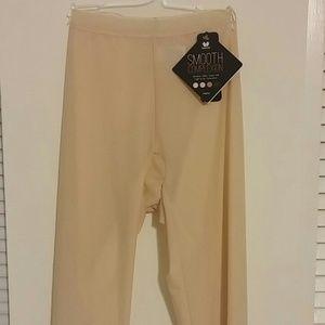 Wacoal smooth complexion legging. #804251